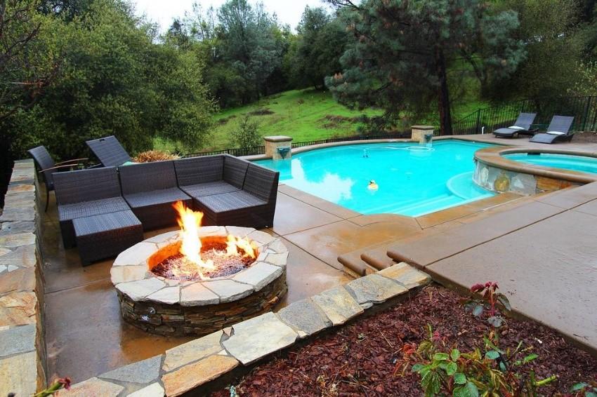 Pool, Firepit & Jacuzzi