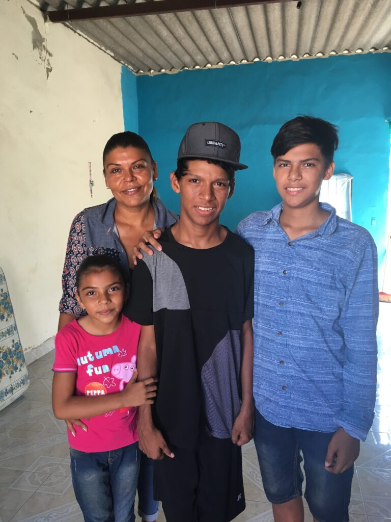 Pasitos student Jonathan with his family